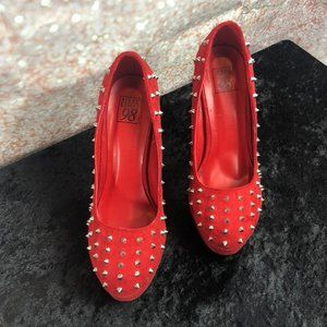 SPEED LIMIT 98 SPIKED RED PUMPS Sz. 8.5